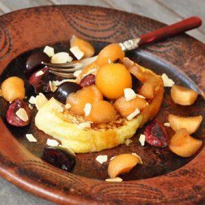 Brioche en pain perdu, melon et cerise